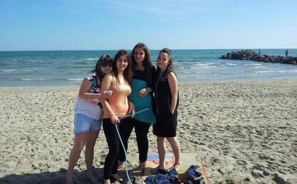 typhaine amélie et 2 copine a la mer