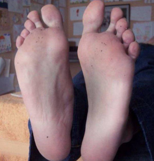 les pieds de hind une algérienne parfais ces pieds <3