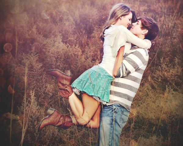"""""""Et si c'était ça le bonheur, pas même un rêve, pas même une promesse, juste l'instant."""""""