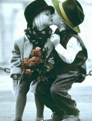 L'amour nait dans un regard , grandi dans un baiser et meurt dans une larme ...