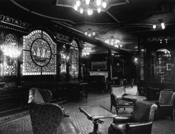 Le salon fumoir de 1 re classe le titanic en 1912 for 1ere classe salon