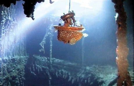 Le grand escalier avant pendant le naufrage le titanic for Titanic epave interieur