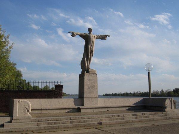 Le Women's Titanic Memorial