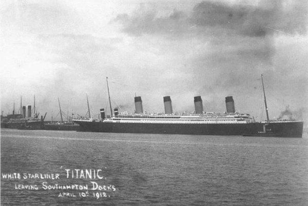 Les cheminées et les mâts du Titanic