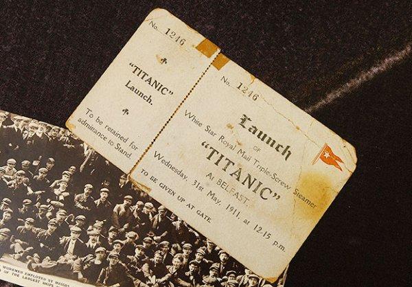 Les objets Titanic et le bar Robinson's de Belfast