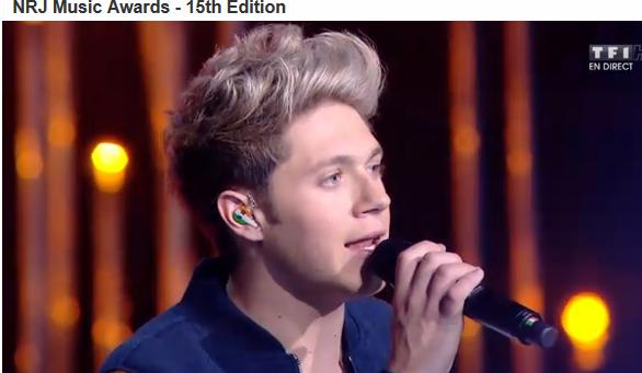 Niall a des écouteurs aux couleurs de sont pays... Vous aviez remarqué ?