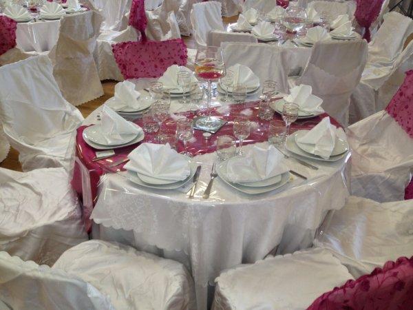 Table Fushia Blanc Traiteur Decoration 1001 Nuits