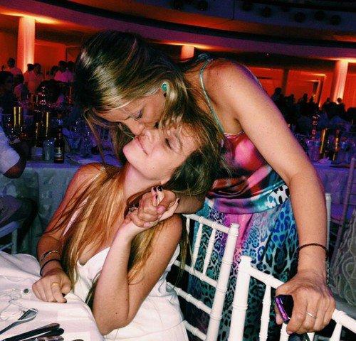 Rire ensemble, en avoir les larmes aux yeux et le ventre qui fait mal, c'est ça l'amitié.
