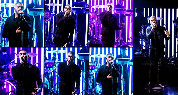 """"""" Zayn Malik a performé pour la première fois son titre « LIKE I WOULD » sur le plateau du The Tonight Show. Il chante divinement bien cependant je trouve que Zayn manque encore un peu de présence sur scène. C'est quand même une bonne performance.  """""""