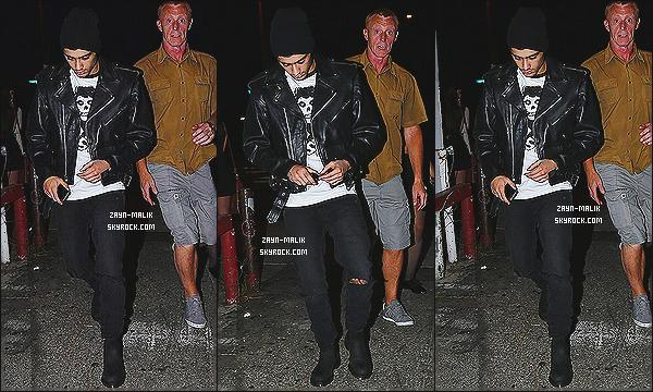 """"""" 05/08/13 : Le beau Zayn M. a été aperçu, quittant un salon de tatouage dans un des quartiers de Los Angeles. Je dois avouer que Zayn est vraiment magnifique sur ce candid. Sa tenue lui va à ravir, il a vraiment bon goût. Même s'il ne sourit pas, j'adore.  """""""