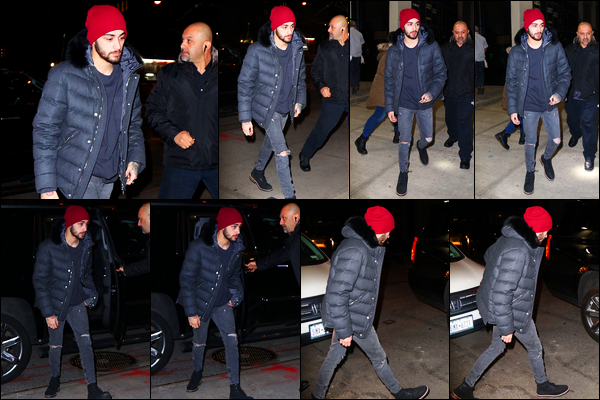 """. '06/01/2015' '─' Zayn a été photographié alors qu'il quittait son hôtel « The Brewery » situé dans Manhattan  Zayn a rencontré plusieurs fois ce soir là et a donc posé avec eux. Je trouve ça vraiment gentil de poser avec elles à chaque fois qu'il sort de son hôtel. """""""