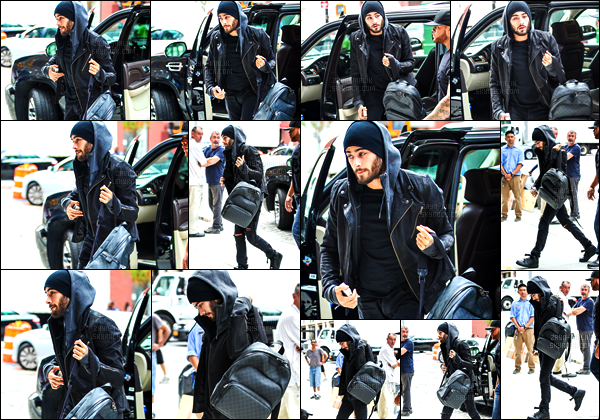 07/09/2016 : Zayn a été photographié lorsqu'il arrivait à l'appartement de sa petite-amie situé à New-York.Après plusieurs semaines sans nouvelles, Zayn est de retour dans la ville de New-York. Il me semble qu'il ait de nouveaux tatouages sur ses doigts !