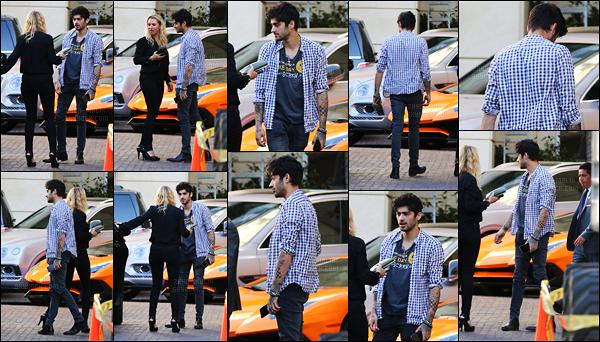 09/11/2016 : Zayn a été aperçu alors qu'il se promenait dans le quartier de Beverly Hills à Los Angeles (CA)C'est la tête dans le cul que Zayn s'est fait photographié par les paparazzis. Il était accompagné d'une femme blonde, je ne sais pas qui elle était !