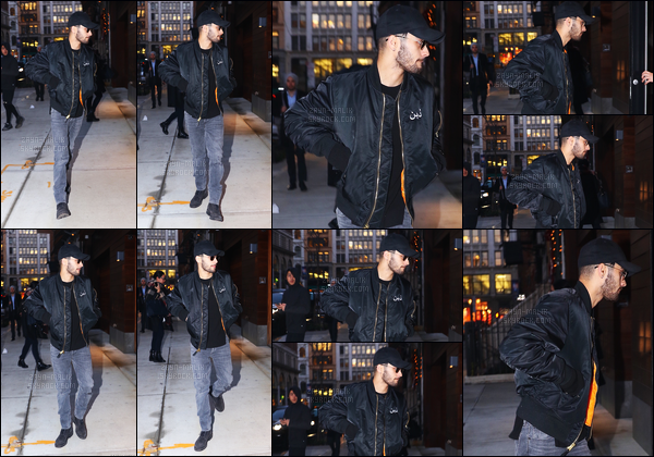 - 12/12/16 : Zayn a été aperçu, arrivant à l'immeuble de sa petite-amie situé dans le quartier de Manhattan !Comme d'habitude, Zayn fait exactement les mêmes allés-retour dans la ville. Celui-ci porte la propre veste qu'il a designé pour sa marchandise, top-