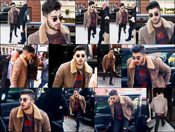 """"""" 13/12/16 : Zayn a été photographié alors qu'il sortait de l'appartement de Gigi Hadid situé à Manhattan (NY)C'est de bonne heure le matin que Zayn a quitté son appartement qu'il partage avec Gigi pour aller faire de la promo pour sa chanson avec Taylor ! """""""