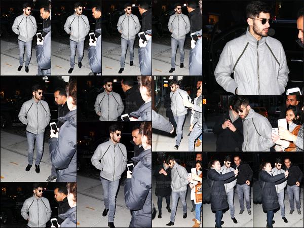 15/12/2016 : Zayn a été photographié lorsqu'il arrivait à l'appartement de sa petite-amie situé à New-York !C'est un peu plus tard après s'être rendu à la radio pour continuer à faire de la promotion pour son featuring avec Taylor que Zayn est rentré chez lui