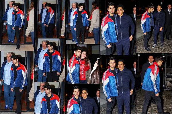 - 26/01/17 : Zayn a été photographié alors qu'il sortait de l'appartement de Gigi Hadid situé dans Manhattan !En sortant de l'immeuble, Zayn est resté à faire quelques photos avec les fans présentes devant. J'aime beaucoup la veste qu'il porte sur ces photos.-