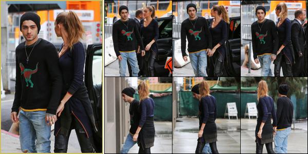 .07/02/17. ─ Zayn a été aperçu lorsqu'il se rendait dans un immeuble remplis de bureaux à Beverly Hills avec Gigi Hadid. Il semblerait que le couple ait des rendez-vous professionels puisqu'ils s'y sont rendus en amoureux ! Zayn portait sa collection de chaussures aux pieds.