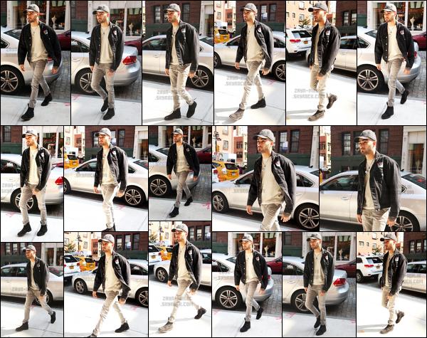 .15/06/2017. ─ C'est sous le soleil de New-York que Zayn a été photographié lorsqu'il rentrait dans l'immeuble de Gigi. Je ne comprend pas pourquoi il a l'air toujours aussi blasé. C'est super bizarre de ne plus le voir sourire depuis quelques jours sans savoir pourquoi, nul !