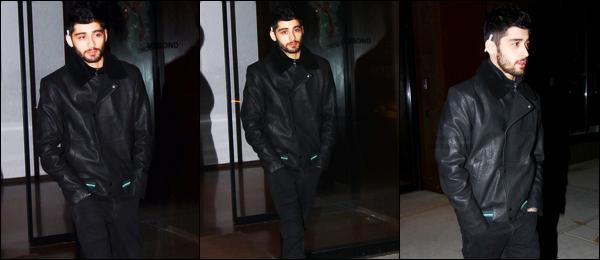 """. """"11.12.2017"""" '─' Zayn a été photographié alors qu'il quittait l'appartement de Gigi Hadid situé dans New-York.  Zayn est de retour à New-York après quelques semaines à la ferme. La famille de Zayn est également à New-York pour pouvoir passer du temps avec lui. """""""