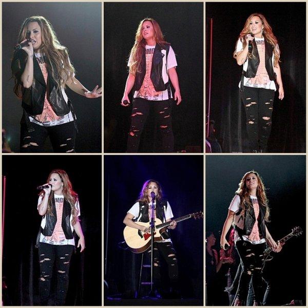 2 mars 2012 : Demi était au Festival 2012 Strawberry à Tampa en Floride. Toujours aussi rayonnante. Top ou flop sa tenu ?