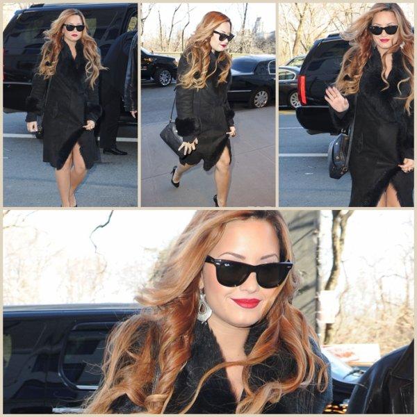 Mardi 6 mars :  Demi a été repéré quittant le Today Show le 6 Mars 2012 à New York.
