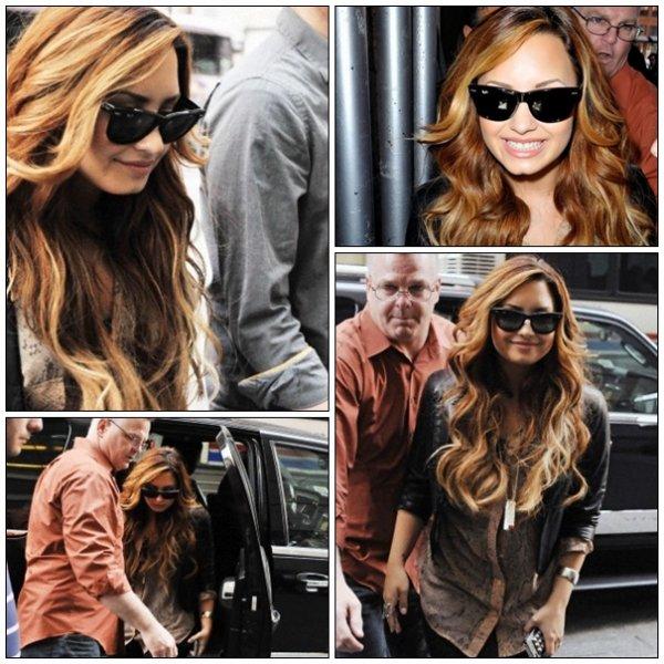 Jeudi 8 mars : Demi a été photographié devant Sirius XM Radio le 8 Mars2012 à New York.