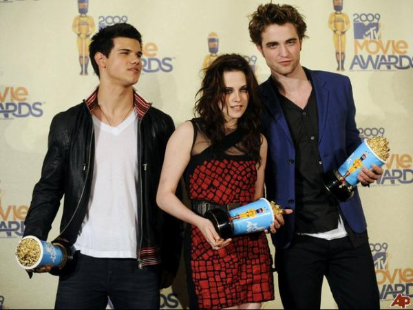 Kristen Stewart, Robert Pattinson et Taylor Lautner : nominés aux Teen Icons Awards !