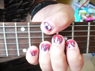 De jolis ongles pour mon Namoureux de guitariste