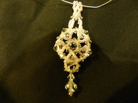 Collier avec pendentif en perles toupie