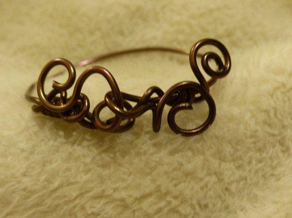 bracelet en fil d'aluminium formant des arabesques <3
