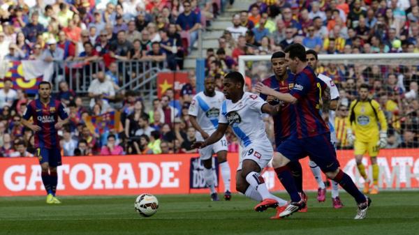 El Deportivo consiguio el milagro de permencer en Primera al empatar en Barcelona.