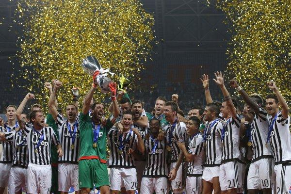 La Juventus remporte la Supercoupe en battant la Lazio à Shanghai en Chine.