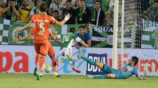 El Deportivo consiguio una victoria con sufrimiento en el campo del Betis.