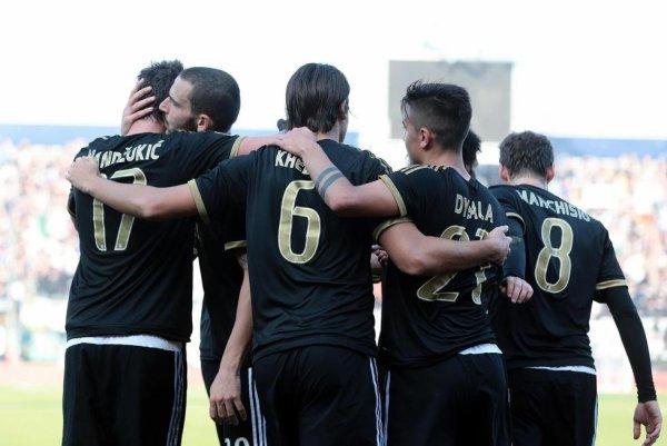 La Juventus termine bien l'année 2015 en allant s'imposer sur la pelouse de Carpi.
