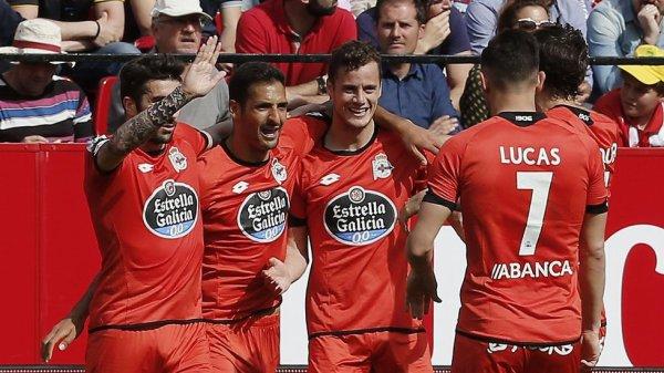 El Deportivo se llevo un punto valioso al empatar en su visita en el campo del Sevilla.