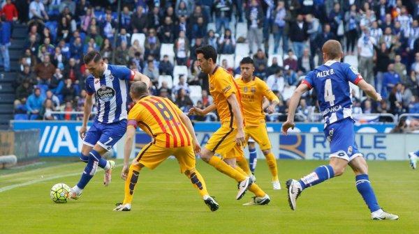 El Deportivo se llevo un duro castigo al caer derrotado contra el Barcelona en Riazor