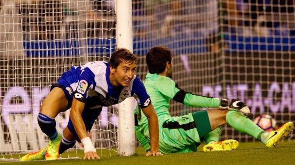 El Deportivo consiguio su primera victoria de la temporada de la Liga  contra el Eibar.