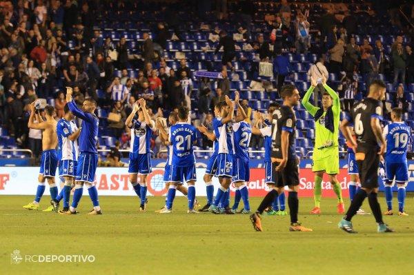 El Deportivo por fin consiguio su primera victoria contra el Alavés en el estadio Riazor.