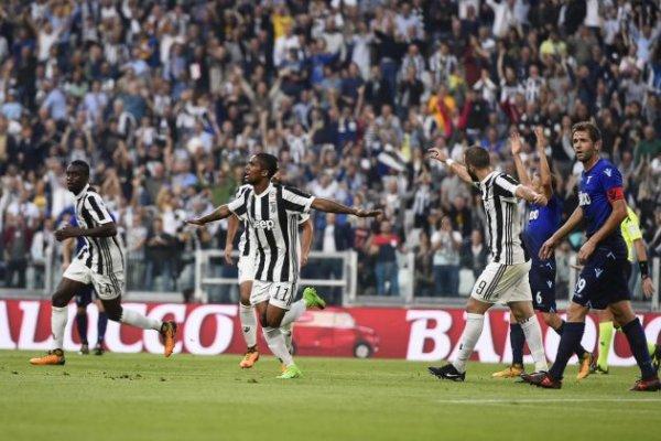 La Juventus a concedé sa première défaite à domicile contre la Lazio Rome.