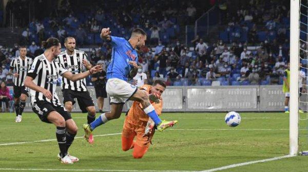 La Juventus n'arrive pas à démarrer sa saison en perdant sur la pelouse de Napoli.