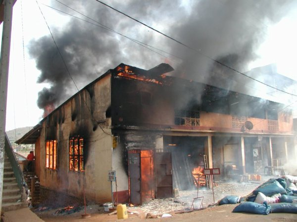 Un père et son fils dévorés par les flammes
