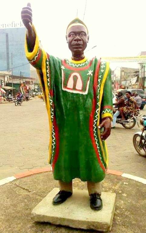 Cameroun : La police a  démoli et détruit le monument John Ngu Foncha érigé mardi à Douala par André Essama
