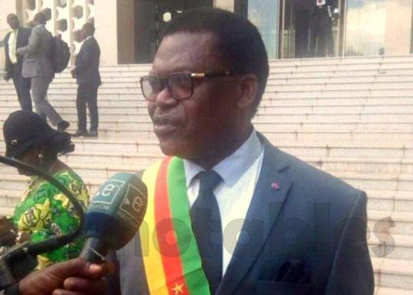 Cameroun : les sénateurs ont reçu leurs attributs mercredi.