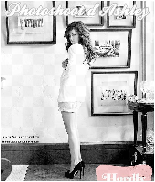 Une nouvelle photo d'Ashley pour Hardly Magazine vient d'apparaître.Ashley est vraiment resplendissante et naturelle.J'adore aussi la tenue qu'il lui ont mis pour la photo : un short simple , une chemise blanche et des escarpins noirs.Hâte de voir les autres photos.