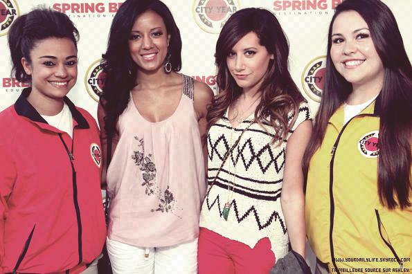"""Ce 23 avril,la magnifique Ashley était la première semaine """"Annual Spring Break""""à Los Angeles City accompagné de sa co-star d'Hellcats.En ce qui concerne Ashley,sa tenue est vraiment jolie,elle avait mis un débardeur noir et blanc accompagné d'un magnifique pantalon rouge.Et elle est magnifique,j'adore ses cheveux et son maquillage assez simple.TOP !"""
