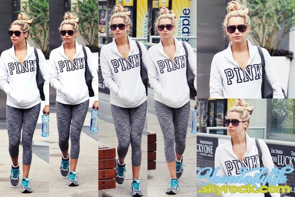 - Mercredi 11 Avril • Ash' s'est rendue à l'Equinox Gym pour sa séance de gym habituelle, à West Hollywood. Ash' avait opté pour une très jolie tenue de sport. J'aime son sweet tout comme ses lunettes Chanel et son sac Balenciaga. Un TOP! ♥ -