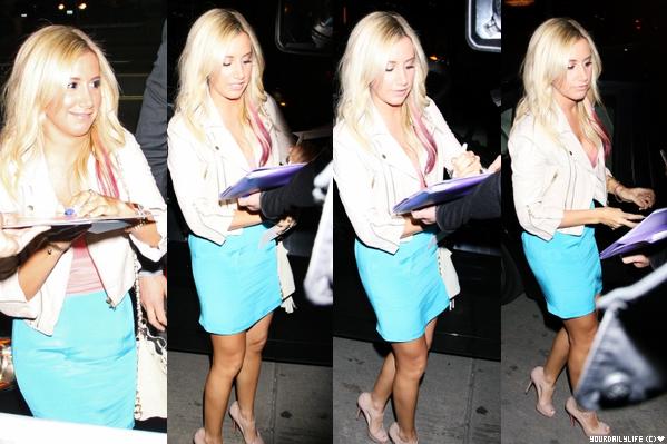 - Lundi 16 Avril • Ash' a été aperçue faisant du shopping dans le magasin Neiman Marcus, à Beverly Hills. Ce n'est qu'une tenue de sport, car Ashley a du s'y rendre juste avant le shopping. Mais, j'aime ses lunettes Chanel. Elle est sublime!♥ -