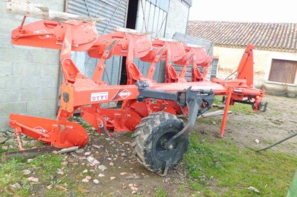 charue kuhn varie-master 152 dételé du 6290 avant que le tracteur soit changé !
