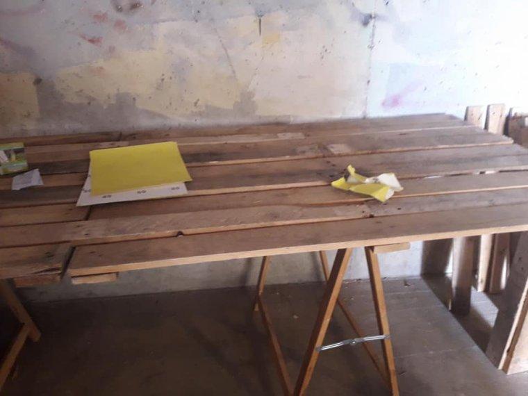 CONFECTION D'1 TABLE.